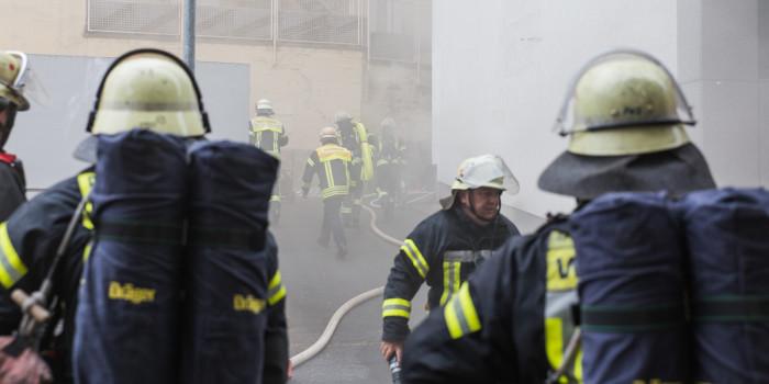 Großeinsatz durch Kellerbrand am Kranzplatz – Feuerwehrfrau verletzt