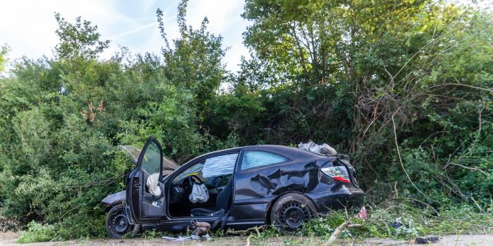 Schwerer Alleinunfall: Pkw fliegt Böschung neben der A671 hinab