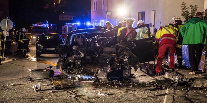 Mit dem Auto gegen eine Hauswand geprallt – Schwer verletzt