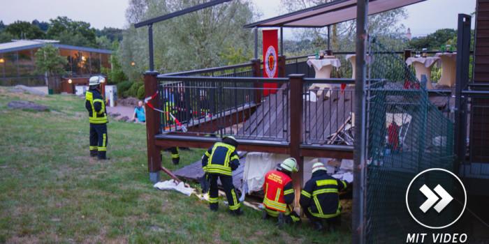 Terrasse von Opel-Zoo-Restaurant stürzt bei Grillfeier ein