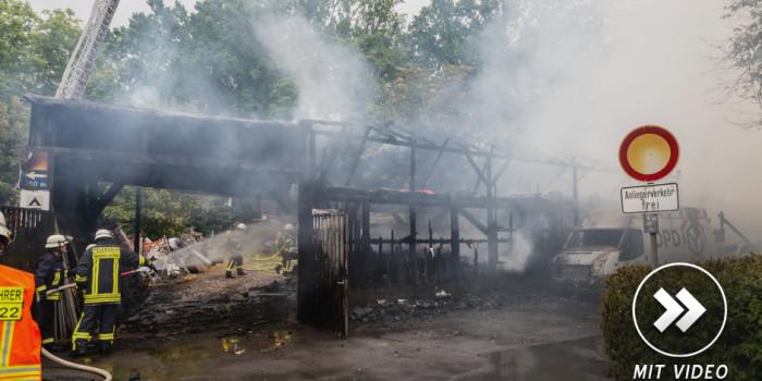 Großbrand in Rüdesheim: Feuer vernichtet Lagerhalle einer Schreinerei