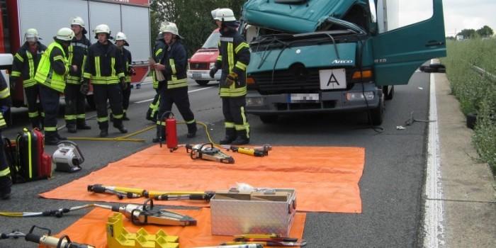 Mehrere Lkw-Unfälle auf der A3 – Fahrer schwerverletzt eingeklemmt