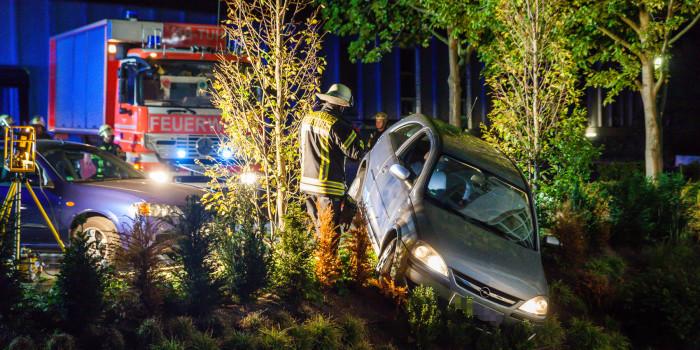 Pkw droht an EuroPalace-Parkplatz eine Böschung hinab zu stürzen