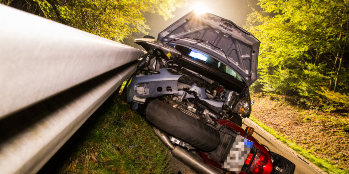 Motorradfahrer stirbt nach Frontalzusammenstoß mit Kleinwagen