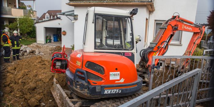 Bagger kratzt bei Bauarbeiten Gasleitung an – Gasaustritt in Wörsdorf