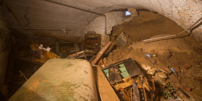 Wasserrohrbruch sorgt für zu Großeinsatz – Kellerwand eingestürzt