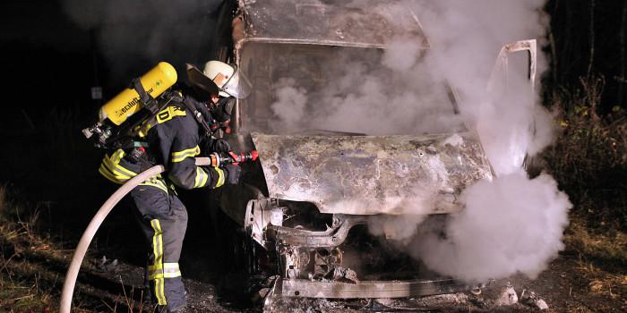 Fahrzeugbrand in Naurod – Zeugen gesucht