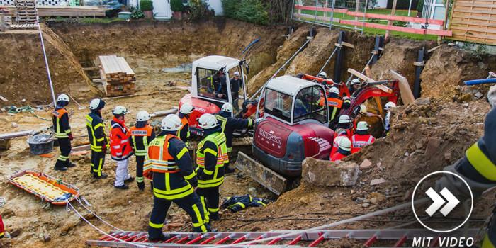 Vierstündige Rettungsaktion in Kelkheim: Arbeiter in Baugrube verschüttet