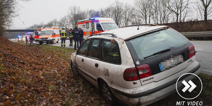 Auto überschlägt sich auf der B455 bei Erbenheim