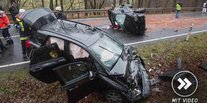 Vier teils lebensgefährlich Verletzte bei Unfall auf B275