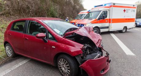 Vier Verletzte bei Auffahrunfall auf der B455 bei Erbenheim