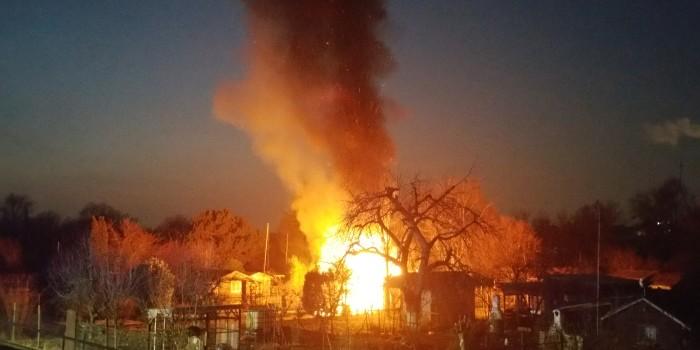 Polizei vermutet Brandstiftung bei Gartenhüttenbrand in Gustavsburg