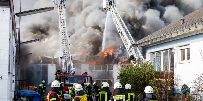 Oestrich-Winkel: Lagerhalle des Bauhofs brennt völlig aus