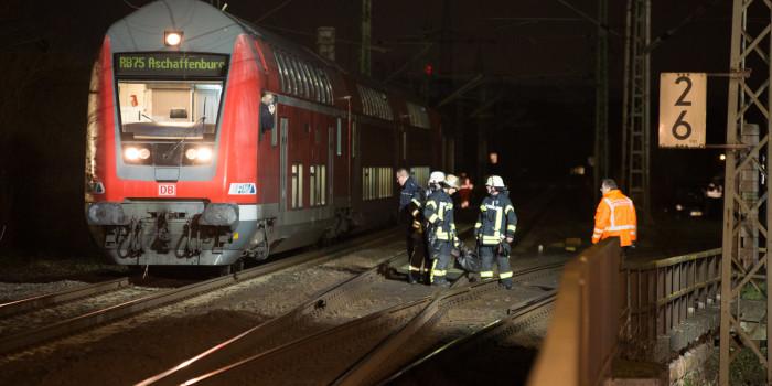 Oberleitungsschaden an der Kaiserbrücke – 162 Zugfahrgäste evakuiert