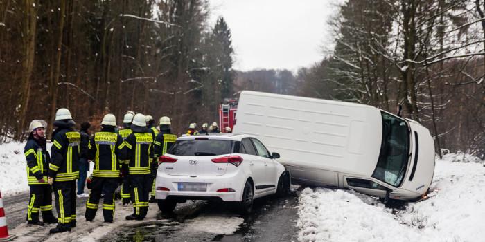 Falsche Polizeibeamte verursachten den Unfall auf der B455