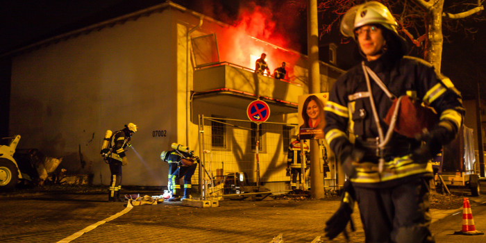 Drei Personen aus brennender Wohnung gerettet – Einsatzübung unter realistischen Bedingungen