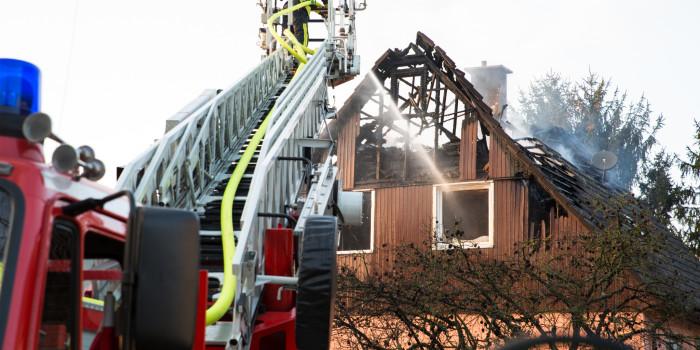 Gebäude einsturzgefährdet: Dachstuhl in Wallerstädten komplett ausgebrannt
