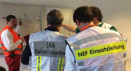 """""""Wir haben erkannt, wo wir nachsteuern müssen"""" – MANV100-Übung im Rheingau-Taunus-Kreis"""