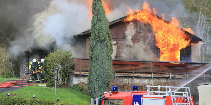 """Großeinsatz im Wispertal – """"Kammerburg"""" und """"Werker Mühle"""" brennen"""