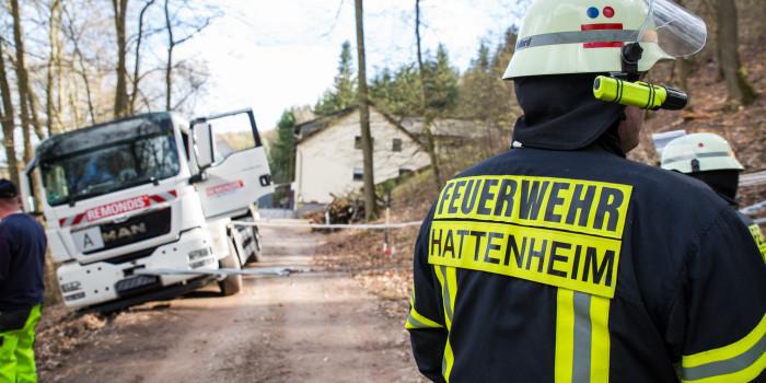 Müllfahrzeug droht am Kloster Eberbach abzustürzen
