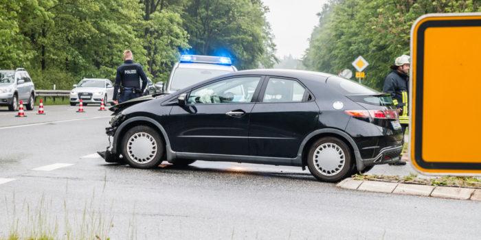 Vorfahrt missachtet: Schwerer Unfall auf der B417