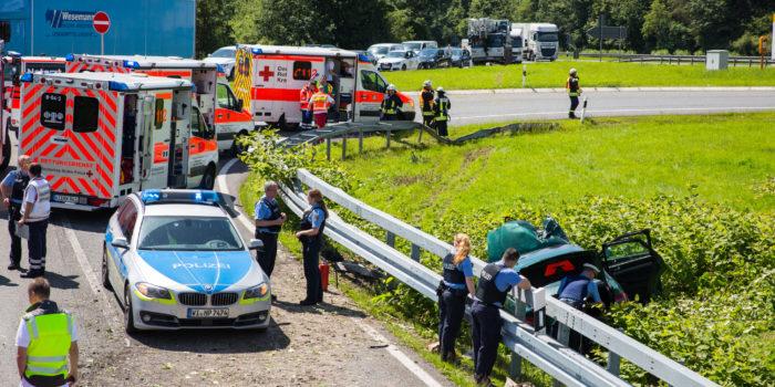 Auto überschlägt sich nach Verfolgungsjagd bei Idstein- Vier Verletzte
