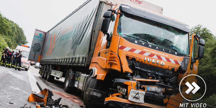 Zwei leichtverletze Lkw-Fahrer nach Auffahrunfall