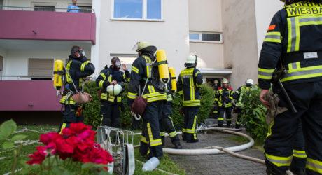 Feuer in Aufzugsschacht verqualmt drei Stockwerke