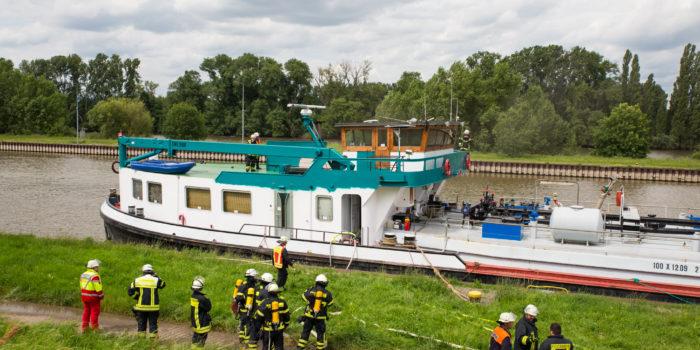 Feuer auf Tankschiff bei Gustavsburg