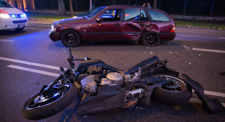 Betrunken und ohne Führerschein Motorrad die Vorfahrt genommen