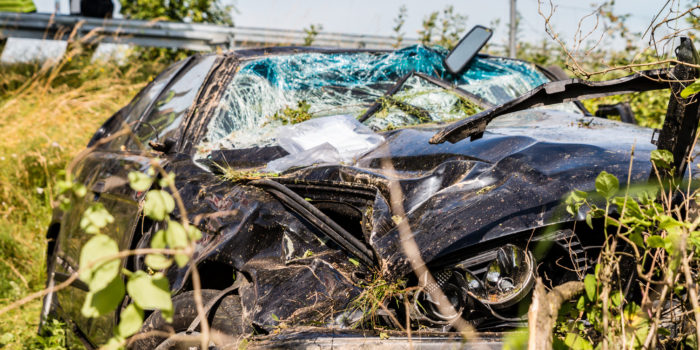 Fahrer verliert Kontrolle über sein Fahrzeug und überschlägt sich auf der B417