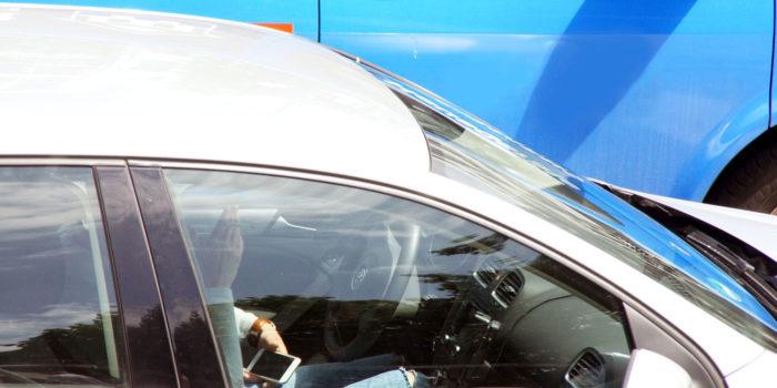 """Verkehrszählung zeigt:  Jeder 14. Autofahrer ist ein """"Smartphonesünder"""""""