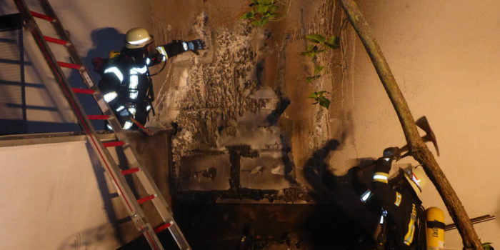Hoher Sachschaden bei Garagenvollbrand in Mainz-Gonsenheim