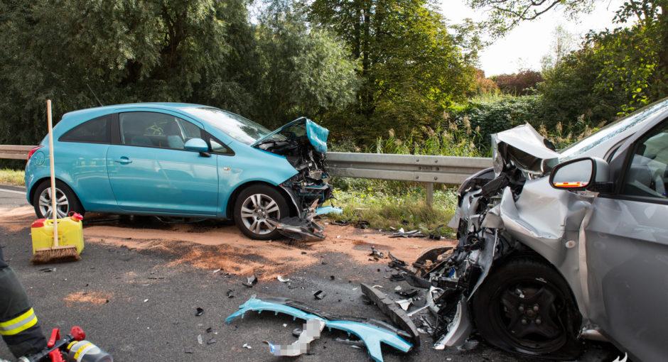 Drei teils Schwerverletzte bei Frontalunfall auf der B42 bei Hattenheim