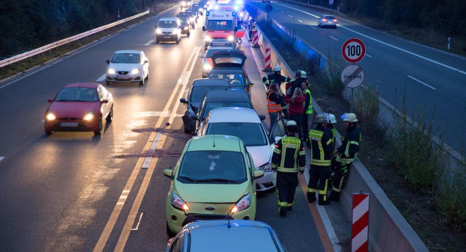 Auffahrunfälle mit 10 Fahrzeugen auf der A66 bei Frauenstein