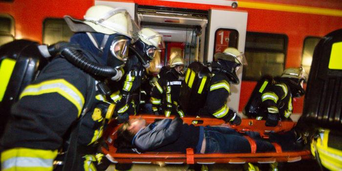 Großübung im Neuen Mainzer Eisenbahntunnel – Feuer im Zugabteil