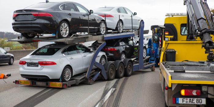 Autotransporter verliert Anhänger auf der A3