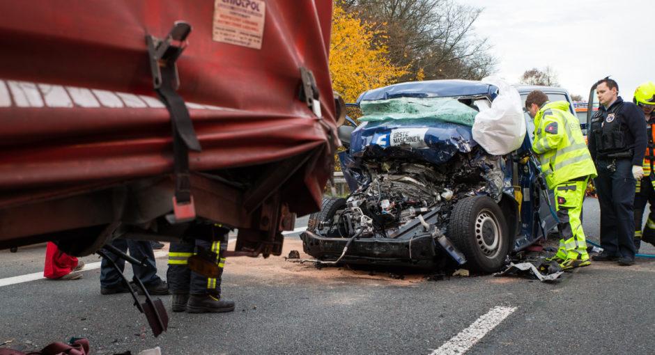 In stehenden Lkw gerast: Transporter-Fahrer stirbt bei Unfall auf der A67 bei Gernsheim