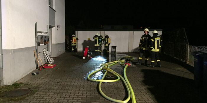 Brennende Gasflasche in Wohnhaus – 14 Personen evakuiert