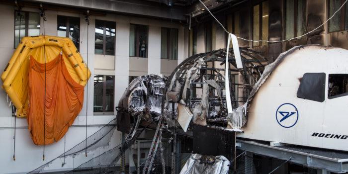 Massive Rauchwolke über dem Flughafen – Flugsimulator bei Condor ausgebrannt
