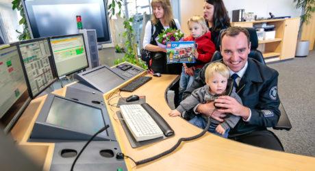 Wiesbadener Einsatzbearbeiter für Geburtsbegleitung am Notruf ausgezeichnet