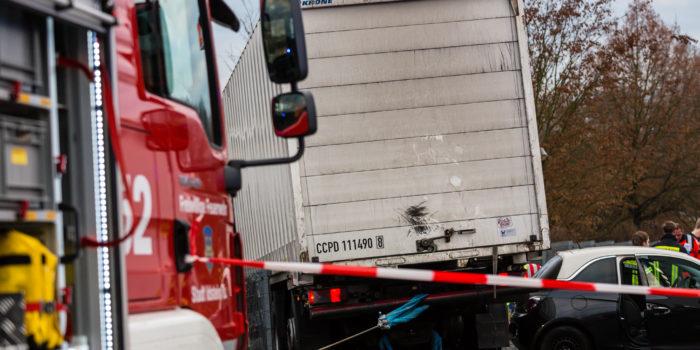 Schrecksekunde in Idstein – Lkw droht abzustürzen nach medizinischen Notfall