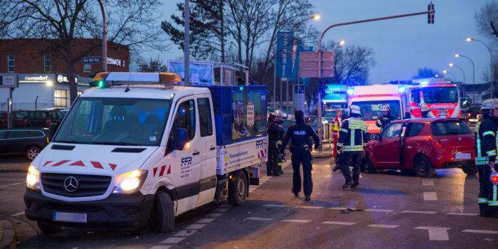"""Unfall beim Abbiegen – Drei Verletzte auf """"Fox-Kreuzung"""""""
