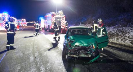 Auto dreht sich in Autobahnauffahrt und verursacht Folgeunfall – Drei Verletzte auf A66