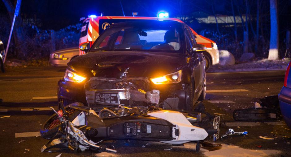 Motorrad beim Abbiegen übersehen – Drei teils schwer Verletzte in Biebrich