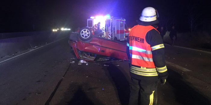 Kleinwagen überschlägt sich auf A671 – Zeitweise Vollsperrung