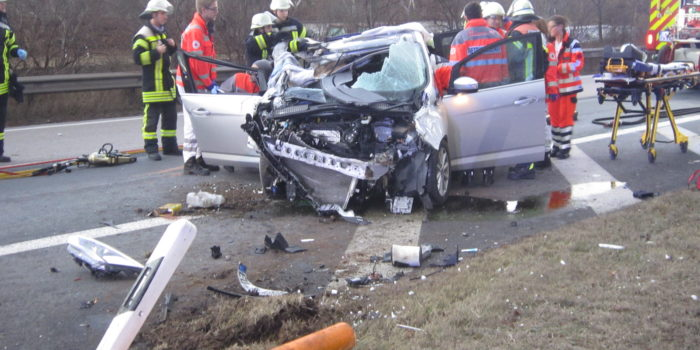 Pkw überschlägt sich auf A643 bei Mainz – Zwei Verletzte