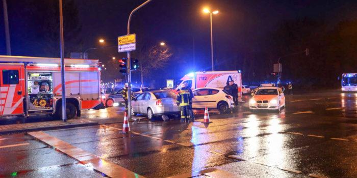 Sechs Verletzte bei Verkehrsunfall