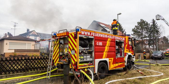 Drei Verletzte bei Wohnhausbrand in Kelsterbach