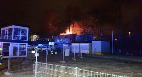 Lagerschuppen der Bahn in Flammen – Beeinträchtigung im Frankfurter Zugverkehr